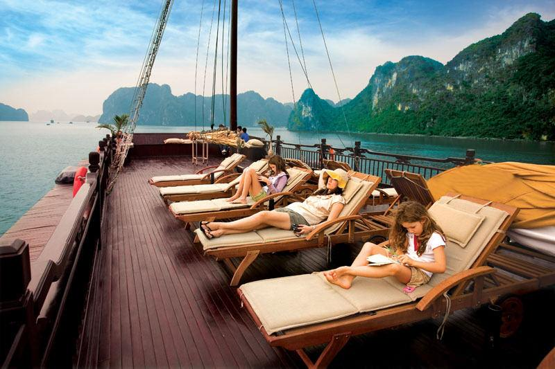 Emeraude Classic Cruises Ha Long