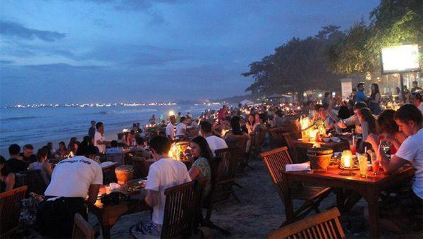 Bãi biển Jimbaran- tour Bali 4 ngày 3 đêm